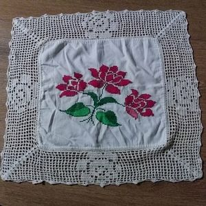 Vintage flower doily table decor